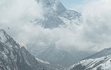 Everest base camp helicopter tour Image 1