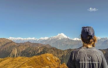a women enjoying pangsang pass view